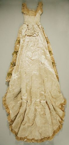 Wedding dress Date: Culture: American Medium: silk Dimensions: Length at CB (a): 11 in. Wedding Dress Backs, Wedding Dress Gallery, Stunning Wedding Dresses, Designer Wedding Dresses, 1800s Fashion, Victorian Fashion, Vintage Fashion, Couture Outfits, Couture Fashion