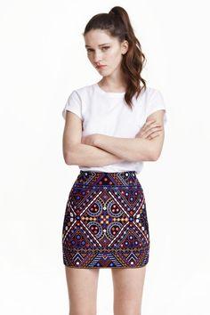 Falda con bordado
