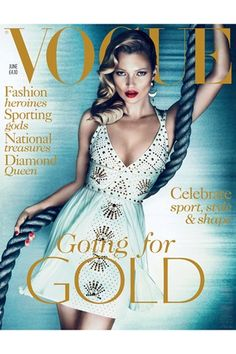 Magazines Kate Moss covers Vogue UK's June issue in a fantastic white Versace dress. The June cover shoot is photographed by Mert Alas and Marcus Piggott. Fun Fact: Vogue UK really loves Versace. Vogue Covers, Vogue Magazine Covers, Fashion Magazine Cover, Fashion Cover, Vogue Uk, Ella Moss, Estilo Kate Moss, Kate Moss Style, Vogue Mexico