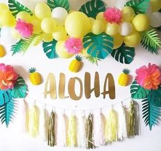 Surprising Amazing Tips for Unique and Interesting Birthday Party Decorations Birthday parties are indeed very closely related to the decorations that you will create to support the success of the event. So that a birthday party. Aloha Party, Luau Theme Party, Party Fiesta, Hawaiian Luau Party, Moana Birthday Party, Hawaiian Birthday, Luau Birthday, Tiki Party, Festa Party