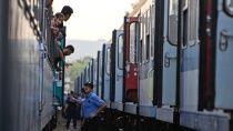 В Венгрии задержан поезд с беженцами. Власти Венгрии задержали поезд с нелегалами, прибывшими в страну из Хорватии. Венгрия,Сербия,Хорватия,мигранты. НТВ.Ru: новости, видео, программы телеканала НТВ