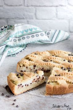 Ricotta and chocolate chip tart, simple and creamy Dulcisss recipe in the oven by Leyla Italian Desserts, Italian Recipes, Good Food, Yummy Food, Italy Food, Bakery Cakes, Breakfast Cookies, Something Sweet, Cakes And More