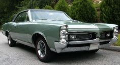 Example of Linden Green paint on a GM General Motors 1967 Pontiac GTO Car Pictures, Car Pics, Photos, Cross Paintings, Pontiac Gto, General Motors, Automotive Design, Classic Cars, Automobile