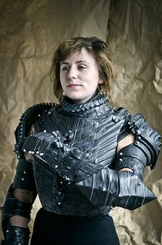 Beautiful armor inspired by Joan of Arc, created with cardboard, brown paper and bicycle tubes. Grace Duval spent a total of 50 hours into this magnificent work of art. Reuse Old Tires, Reuse Recycle, Costume Armour, Female Armor, Joan Of Arc, Suit Of Armor, Period Outfit, Cosplay, Female Characters