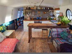 Wide Beam à vendre, - Home Decora La Maison House Styles, House Interior, Houseboat Decor, Boat House Interior, Tiny House Movement, Home, Interior, Narrowboat, House Boat
