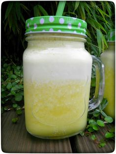 Ananas-Ingwer-Fettburner Smoothie als erste Mahlzeit am Morgen