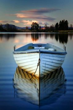 The eternal calm of strife. Front view of a boat on a lake at sunset, in Scotland. Photo by David Mould on Pretty Pictures, Cool Photos, Beautiful World, Beautiful Places, Landscape Photography, Nature Photography, Boat Art, Jolie Photo, Wooden Boats