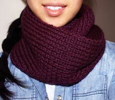 Free Beginner Knitting Pattern | Infinity Circle Scarf using straight needles :)