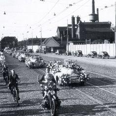 De Stadionweg met op de achtergrond de Oranjeboomstraat in Rotterdam in 1955 Rotterdam, Holland, Dutch, Street View, Cars, Travel, History, Nostalgia, Dutch People