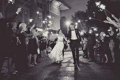 Gorgeous 70 Nighttime Wedding Photo Ideas https://weddmagz.com/70-nighttime-wedding-photo-ideas/