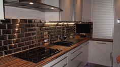 See original image Kitchen Cabinet Design, Kitchen Decor, Kitchen Cabinets, Kitchen Appliances, Kitchen Tiles, Stove, Decoration, House Design, Black Kitchens