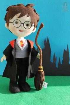 Harry Potter Diy, Harry Potter Dolls, Harry Potter Style, Harry Potter Theme, Felt Doll Patterns, Spiderman, Batman, Anniversaire Harry Potter, Felt Crafts Diy