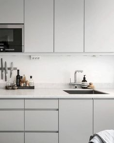 65 Gorgeous Minimalist Kitchen Decor And Design Ideas. Minimalism is that the style of this century — trendy, laconic, operational and clean. Designing a kitchen in that style is a fantastic idea since you'll find a super operational and ele. Kitchen On A Budget, Home Decor Kitchen, Home Decor Bedroom, Kitchen Furniture, Kitchen Interior, New Kitchen, Kitchen Ideas, Kitchen Inspiration, Kitchen White