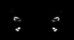 Van welke auto zien we hier de koplampen?
