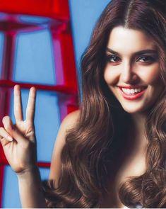 ~ ღ Skuwandi 🌼 Beautiful Girl Makeup, Beautiful Girl Image, Turkish Women Beautiful, Turkish Beauty, Stylish Girl Images, Stylish Girl Pic, Beauty Full Girl, Cute Beauty, Beautiful Celebrities