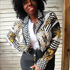 Vintage crop jacket! Easy crop jacket to toss over your separates for an evening out or fun daytime! Fits a medium to large. My measurements are 34DD 27 inches Vintage Jackets & Coats Blazers