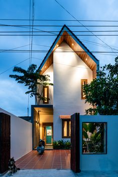 Narrow House Designs, Modern Small House Design, Small House Exteriors, Modern Minimalist House, Dream House Exterior, Modern Tropical House, Tropical House Design, Tropical Houses, Industrial Home Design