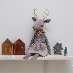Holiday mood • • • • • #lenabekh #handmadetoy #handmade #handmadedoll #softie #softtoy #textiledoll #heirloomdoll #clothdoll #kidsroomdecor #dollmaker #fantasyart #handmadegifts #reindeer #deerdoll #caribou #antlers #deer #woodlandcreatures #ohdeer #christmasgifts #christmasdecor #holidaydecor #christmasmood #christmasmagic #christmasdecorations #holidaymood #anthropomorphic #softsculpture