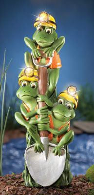 Construction Frogs Solar Lighted Garden Decoration