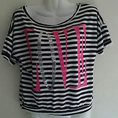 Ladies top Wear a few times it still wearable condition Tops Tees - Short Sleeve