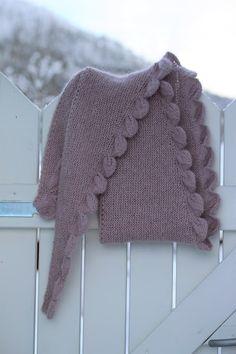 VÅRLI : Rosa sjal med bladmønster - Bodils blader Knitting, Rose, Fashion, Pattern, Moda, Pink, Tricot, Fashion Styles, Breien