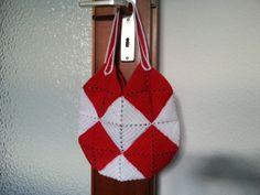 Crochet Tasche https://www.facebook.com/photo.php?fbid=405009962941217&set=a.405009609607919.1073741831.405004926275054&type=3&theater