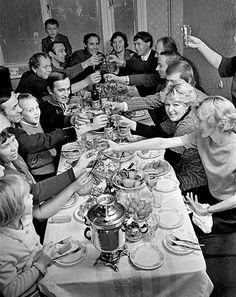 Late Soviet sociability: celebration with friends in Saratov. 1978.