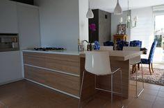 """"""" NUEVO PROYECTO COCINA ENTRECUINES """" Proyecto reforma de cocina formato multiesapcio con muebles de la marca SANTOS y electrodomésticos NEFF. Cocina multiespacio con mesa incorporada en la bancada, un proyecto diseñado con distintos espacios de trabajo. REFORMA INTEGRAL DE COCINA Diseñada por ENTRECUINES Disponible en ENTRECUINES Para más información: 963 33 43 04 - expo@entrecuines.es #proyecto #reformaintegral #cocinas #santos #neef #entrecuines #productos…"""