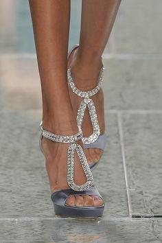 Sapatos para noivas de Luís Onofre 2014. #casamento #sapatosdenoiva #brilhantes #cinzento #noivas #LuisOnofre #PortugalFashion