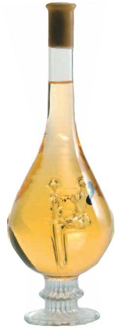 Egy ajándék lehet egyszerre vicces, pajzán, és különleges? Ráadásul emlék is maradjon? Igen! E nagyszerű lombik üvegbe töltött Tokaji Furmint bor, melybe egy üvegből formázott szerelmeskedő párt rejtettünk, nagyszerű ajándék lehet párodnak, barátaidnak vagy családtagjaidnak bármilyen alkalomra. Lombok, Wine Decanter, Barware, Wine Carafe, Tumbler