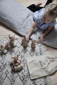 Gravidkudde i linne, färg Light Grey, kollektion NG Baby Mood.   Källa: Anna Kubel