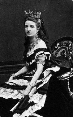 Queen Margherita of Italy (di Savoia) in high tiara Kingdom Of Italy, Margarita, Court Dresses, Sr1, Royal Tiaras, Casa Real, Elisabeth, Royal Jewelry, Kaiser
