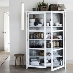 40 Top Inspiring Scandinavian Kitchen Shelves Ideas - Page 24 of 40 Kitchen Display Cabinet, Kitchen Shelves, Glass Shelves, Kitchen Storage, Cabinet Storage, Glass Display Cabinets, Glass Cabinets, Kitchen Organisation, Ikea Glass Cabinet