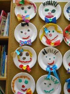 ~~kindergarten teacher ~~ΝΗΠΙΑΓΩΓΟΣ.....ΧΡΩΜΑΤΑ ΚΑΙ ΑΡΩΜΑΤΑ...2ο ΝΗΠΙΑΓΩΓΕΙΟ ΚΟΣΚΙΝΟΥ : Ο ΥΠΕΡΟΧΟς ΕΑΥΤΟΣ ΜΟΥ ,,,,ΟΙΚΟΓΕΝΕΙΑ ,.,, ΣΩΜΑ Art Activities For Kids, Crafts For Kids, Art N Craft, New Art, Kindergarten, Projects To Try, Paper Crafts, Christmas Ornaments, Holiday Decor