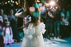 Resultado de imagem para festa de casamento com bolhas de sabão