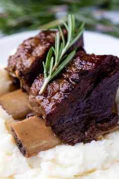Beef Short Ribs Braised in Red Wine. Chunks of rich meat that falls right off the bone, in a deep rich sauce. The perfect Winter comfort food. Recipe link in bio Cooking Short Ribs, Short Ribs Slow Cooker, Slow Cooked Beef, Slow Cooker Ribs Recipe, Beef Ribs Recipe, Slow Cooker Recipes, Oven Recipes, Slow Cook Beef Recipes, Short Rib Recipes Crockpot