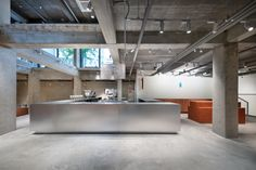Schemata Architects stacks up red bricks inside South Korea's first Blue Bottle Coffee cafe Coffee Cafe, Coffee Shop, Cafe Interior, Interior Design, Cafe Shop Design, Blue Bottle Coffee, Cafe Concept, Floor Slab, Timber Table