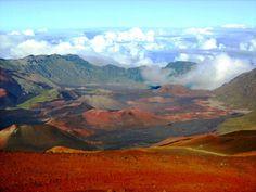 Looking Inside Haleakala Volcano Crater - Haleakala Crater, Hawaii Hawaiian Rainbow, Places To Travel, Places To Go, Blue Hawaii, Waikiki Beach, Hawaii Vacation, What A Wonderful World, Travel And Leisure, Beautiful Landscapes