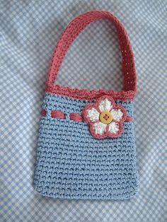 Cute crochet purse for little Girl. Free pattern.