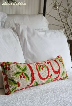 A Little Red in our Guest Room - Dear Lillie Christmas Punch, Merry Little Christmas, Cozy Christmas, Green Christmas, Country Christmas, Christmas Colors, Christmas And New Year, Christmas Crafts, Christmas Ideas
