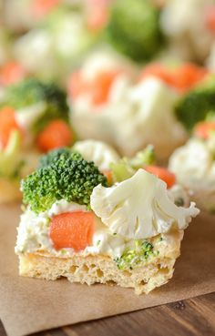 Ranch Veggie Bars - my favorite appetizer for a baby shower or to bring to a work potluck! Food For Potluck, Potluck Ideas For Work, Potluck Finger Foods, Potluck Appetizers, Potluck Desserts, Healthy Potluck, Work Potluck, Easy Potluck Recipes, Good Potluck Dishes