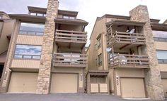 2 Bedroom Condo with DVD player & Garage -VaycayHero