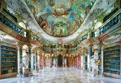 Bibliothèque du Monastère Wiblingen, Ulm, Allemagne. Culte : Catholique romain Ouvert en 2006. Style dominant : Baroque,néo-classicisme. Sa bibliothèque est particulièrement célèbre pour son architecture datant du 18e siècle.