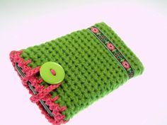 Gehäkelte Handytasche in grün und pink mit Webband  verziert.     Ideal für die großen Smartphones IPhone, Samsung Galaxy SII, SIII mini, HTC usw. ...