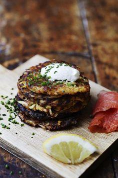 Ruotsalaiset råraka-paistikkaat valmistetaan raastetusta perunasta. Tarpeeksi pitkä paistoaika takaa kauniin värin ja rapean pinnan.