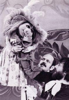 Miss Piggy + Kermit / Frank Oz + Jim Henson Kermit And Miss Piggy, Kermit The Frog, Frank Oz, Sesame Street Muppets, Fraggle Rock, The Muppet Show, Nyan Cat, Kids Tv Shows, Fantasy Films