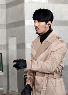 Cha Seung Won, Glam House, Korean Star, Korean Actors, Korean Drama, Sexy Men, White Furniture, Celebrities, Drink