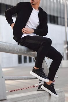 Mens Style Discover How To Look Badass-The Ultimate Guide Mens Smart Casual Outfits, Casual Wear For Men, Men Casual Styles, Smart Casual Menswear, Trendy Mens Fashion, Mens Fashion Suits, Men's Fashion, Men's Casual Fashion, Fashion Ideas