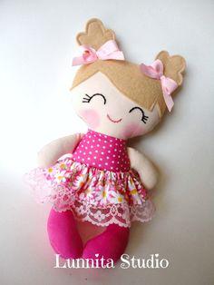 Muñeca de tela hecha a mano muñeca de trapo de por lunnitastudio