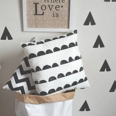 Coussin décoratif demi cercles noir et blancs pour décoration scandinave
